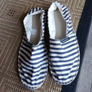 Slip on blue and white striped havaianas loafer